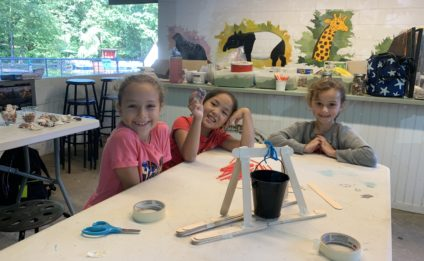 kids learning arts & crafts